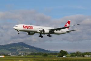 Swiss_B777_HBJNC_02_ZRH
